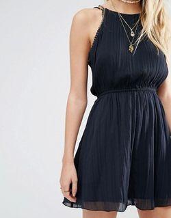 Шифоновое Платье С Высоким Воротом И Отделкой Abercrombie and Fitch                                                                                                              черный цвет