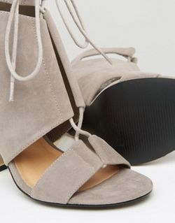 Сандалии На Прозрачном Каблуке Со Шнуровкой И Truffle Collection                                                                                                              серый цвет