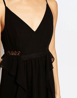 Платье С Глубоким Вырезом И Кружевной Вставкой BCBGeneration                                                                                                              чёрный цвет