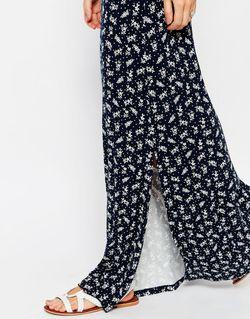 Платье Макси С Открытыми Плечами И Цветочным Asos                                                                                                              синий цвет