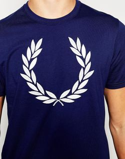 T-Shirt With Laurel Wreath Logo In French Fred Perry                                                                                                              синий цвет