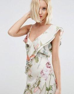 Платье Макси С Рюшами И Цветочным Принтом Asos                                                                                                              многоцветный цвет