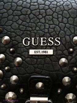 Сумки Guess                                                                                                              черный цвет