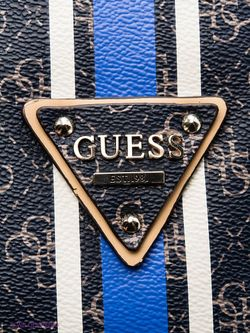 Сумки Guess                                                                                                              синий цвет
