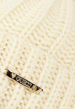 Шапка Guess                                                                                                              белый цвет