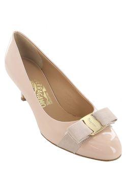 Туфли Salvatore Ferragamo                                                                                                              бежевый цвет