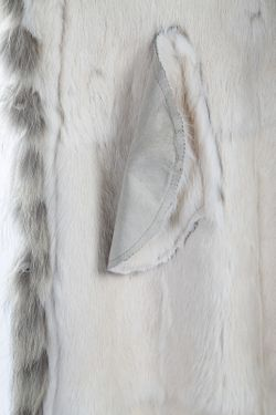 Полушубок Giorgio                                                                                                              белый цвет