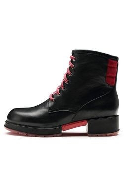 Ботинки O.E                                                                                                              черный цвет