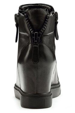 Ботинки O.E                                                                                                              чёрный цвет