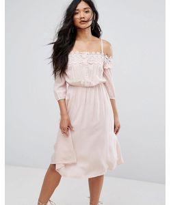 boohoo   Платье С Открытыми Плечами И Кружевной Вставкой