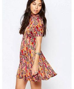 Glamorous | Приталенное Платье С Высоким Воротом
