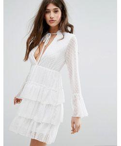 boohoo | Короткое Приталенное Платье В Горошек Добби С Ярусными Оборками