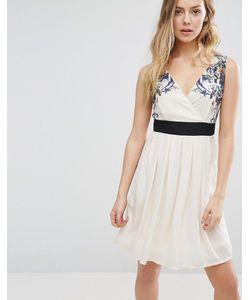 Jasmine | Короткое Приталенное Платье С Цветочной Отделкой На Плечах