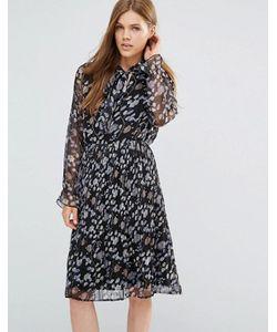 Yumi | Плиссированное Платье С Длинными Рукавами С Оборками