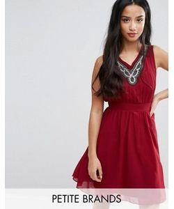 Yumi Petite | Короткое Приталенное Платье С Декорированной Горловиной
