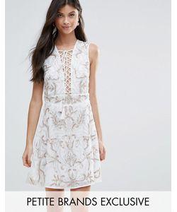 Maya Petite | Короткое Приталенное Платье С Цветочной Отделкой И Шнуровкой