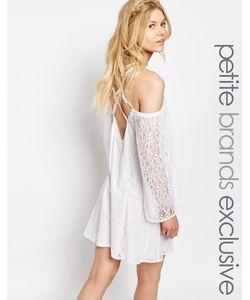 White Cove Petite | Кружевное Цельнокройное Платье С Бретельками Сзади Белый