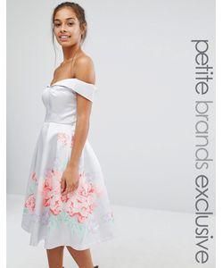 Chi Chi Petite   Атласное Платье Для Выпускного С Цветочной Отделкой Chi Chi London Petite