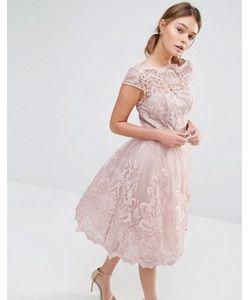 Chi Chi London | Кружевное Платье Для Выпускного С Широкой Горловиной Premium