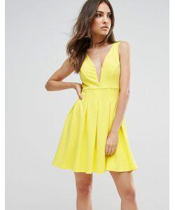 Club L | Короткое Приталенное Платье С Глубоким Вырезом