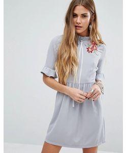 Young Bohemians | Чайное Платье С Завязкой-Лентой На Горловине И Цветочной Вышивкой