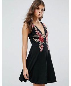 Club L | Короткое Приталенное Платье С Глубоким Вырезом И Цветочной Вышивкой