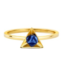 RUIFIER | 18kt Stella Sapphire Ring From Featuring A Deep-Cut Pyramidal 18kt Setting Highlights The Splendour Of This Triangular Sapphire Refracted Into A Highly Polished Reflecting Hexagon