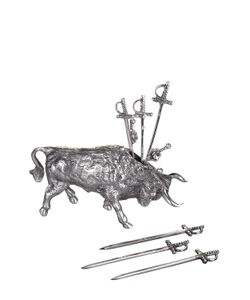 BELFIORE | Bull With 6 Swords For Olives