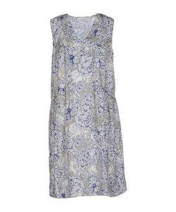 Megan Park   Короткое Платье