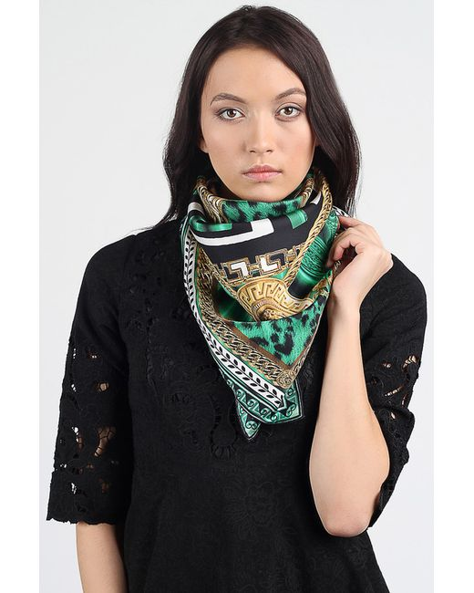 Платок Versace                                                                                                              зелёный цвет