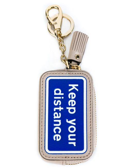Брелок Для Ключей С Дорожным Знаком Anya Hindmarch                                                                                                              серый цвет