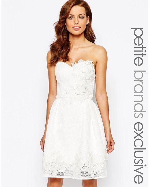 Chi Chi Petite   Женское Белое Платье Для Выпускного С Цветочной Аппликацией Chi