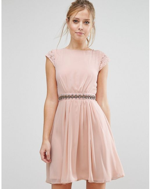 Elise Ryan | Женское Телесное Короткое Приталенное Платье С Отделкой И Кружевной