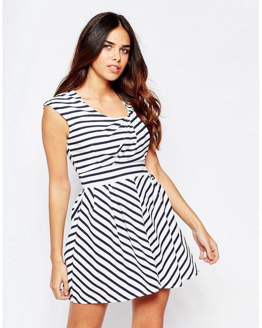 Wal G | Белое Полосатое Приталенное Платье С Драпировкой На Топе