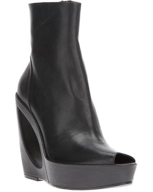 Ann Demeulemeester   Чёрный Cut Out Wedge Boot